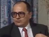 Как писатель Виктор Суворов стал предателем