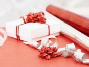 Подарок девушке - где купить в Украине и что выбрать