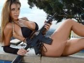 Девушки с оружием - кто сказал, что они слабый пол? 18+