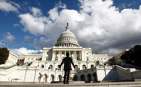 Сенаторы США требуют от мировых банков раскрыть связи с окружением Путина