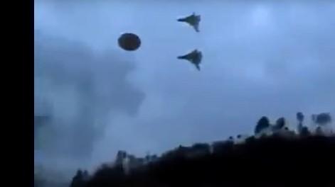 Очевидец снял как истребители РФ преследуют НЛО