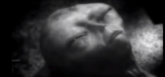 Пришелец нападает на американского ученого (архивное видео из лаборатории США)