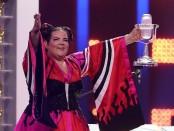 """Победительница """"Евровидения"""" Нетта отказала российскому Муз-ТВ и отправляется на гей парад"""