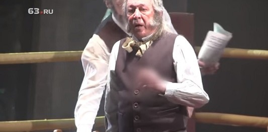 Михаил Ефремов в Самаре обматерил зрителя прямо во время спектакля (видео инцидента)