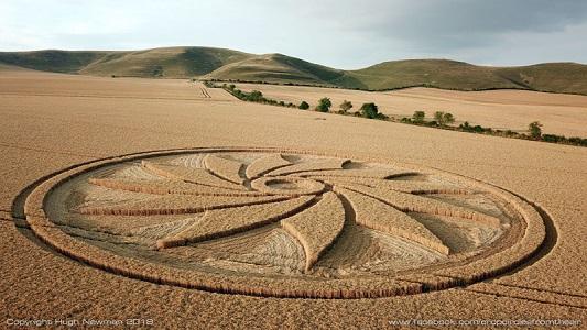 Пришельцы оставили мистический рисунок на поле в Англии