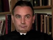 Житель США Дэвид Бауден уверяет, что он настоящий Папа Римский