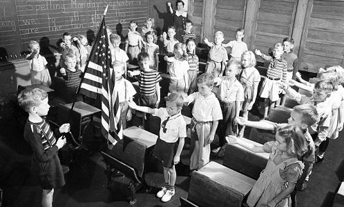 Зачем в США детей учили зиговать ещё до появления нацизма