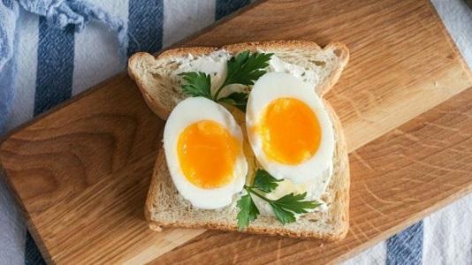 Что будет с человеком, если съедать два яйца на завтрак