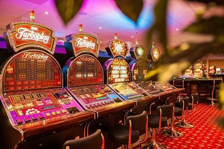 Онлайн казино или игровой зал - почему пользователи делают выбор в пользу интернета