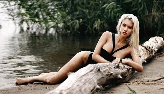 Сочная блондинка из Саратова Татьяна Бровкина превосходно смотрится на откровенных снимках (23 фото)