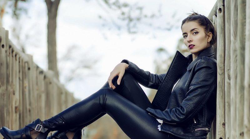 Где купить женские брюки Valentina Dresses в России оптом по доступной цене