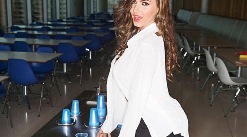 Красотка Сабина Емельянова провела день в офисе с ГОЛОЙ грудью (33 фото)