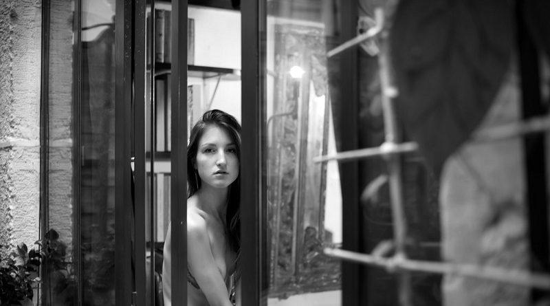 Фотограф Мэтью Бутин представил подборку голых девушек собственного производства (16 фото)