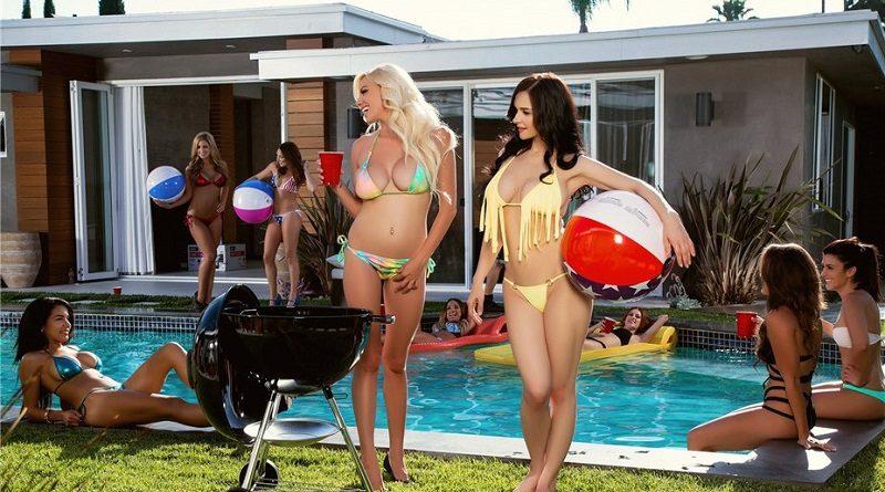 Чьи груди лучше? Евгения Диордийчук и Сара Саммерс шалили на вечеринке Playboy (35 фото)