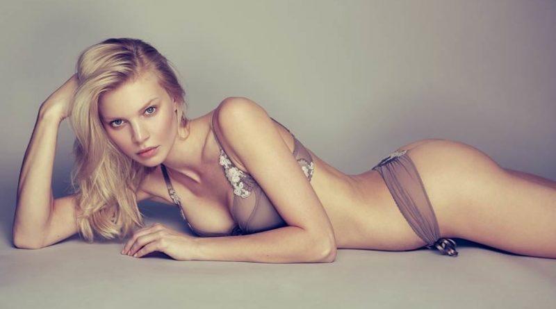 Крис Евтехиева заинтриговала снимками в нижнем белье и бикини (21 фото)