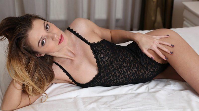 Мариса Калиси элегантно разделась обнажив груди (16 фото)