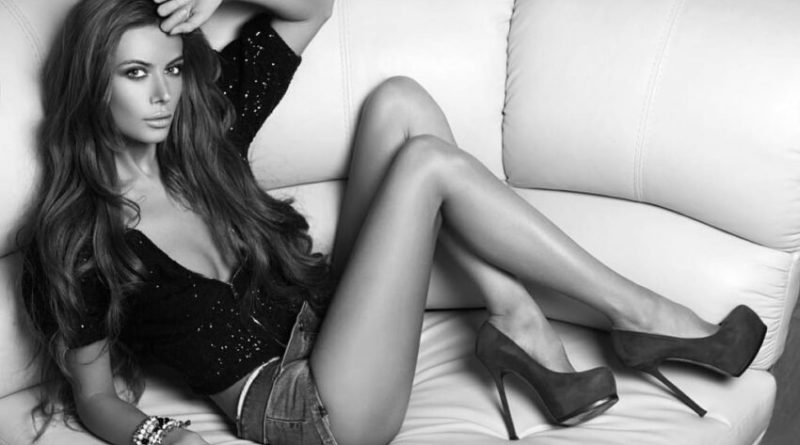 Любительница быстрой езды Лилия Кулик оголила груди (9 фото)