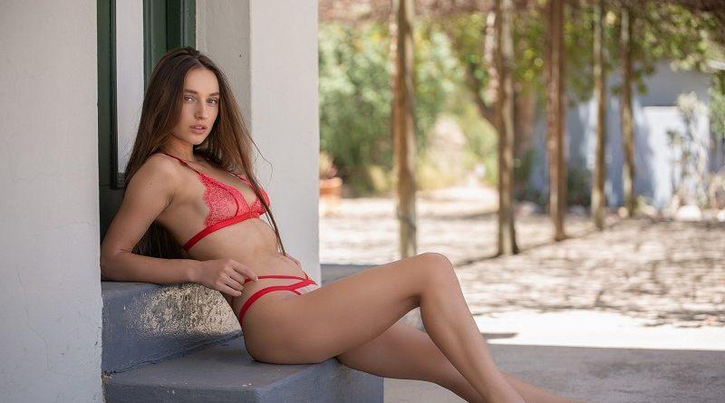 Роскошная брюнетка Глория Сол показала мастер-класс Playboy (28 фото)