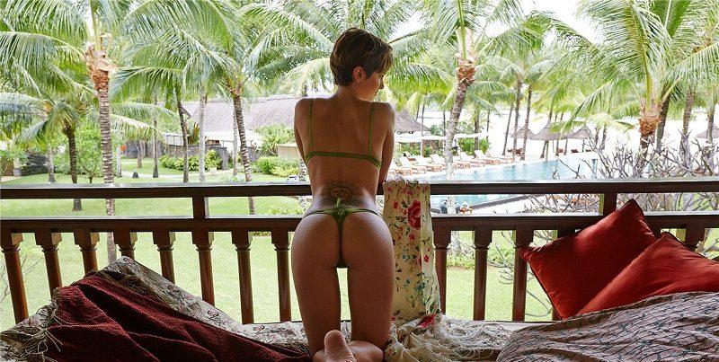 Изабель Хорн отдохнула в стрингах и с голой грудью для Playboy (38 фото)