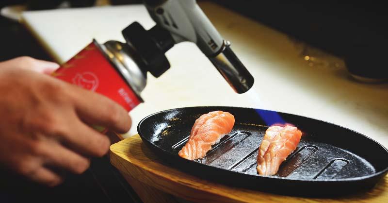 Как выполнить приготовление семги газовой горелкой