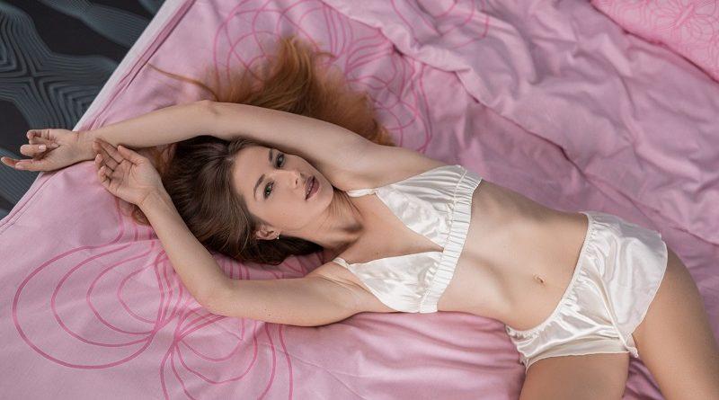Диана Ларк продемонстрировала аудитории Playboy эффектные голые формы (25 фото)