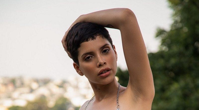 Алехандра Ла Торре снялась обнаженной для Playboy возле бассейна (26 фото)