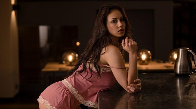 София Лима покорила Playboy на кухонном столе (28 фото)