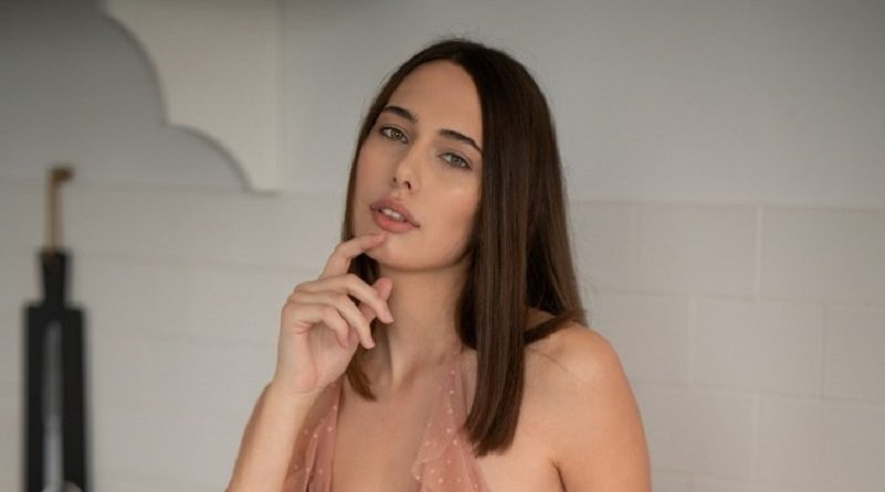Кэтрин Пирс продемонстрировала Playboy голые формы находясь в квартире (26 фото)