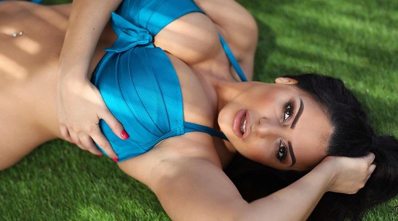 Шарлотта Спрингер заявила о себе в голубом бикини (55 фото)