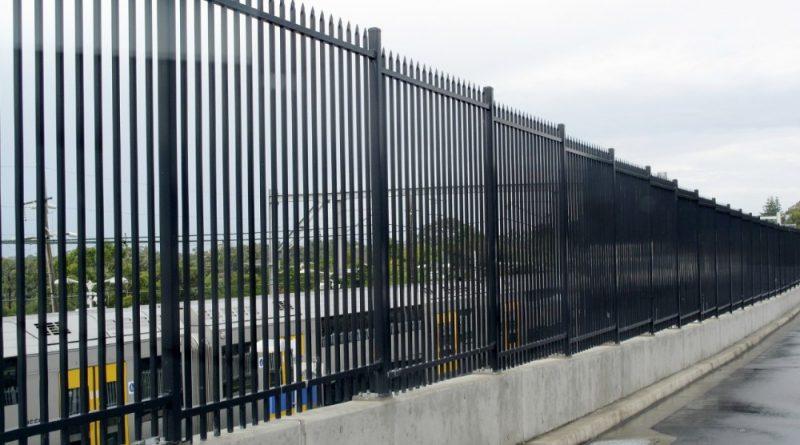 Металлический забор в Киеве, цена, установка, материалы