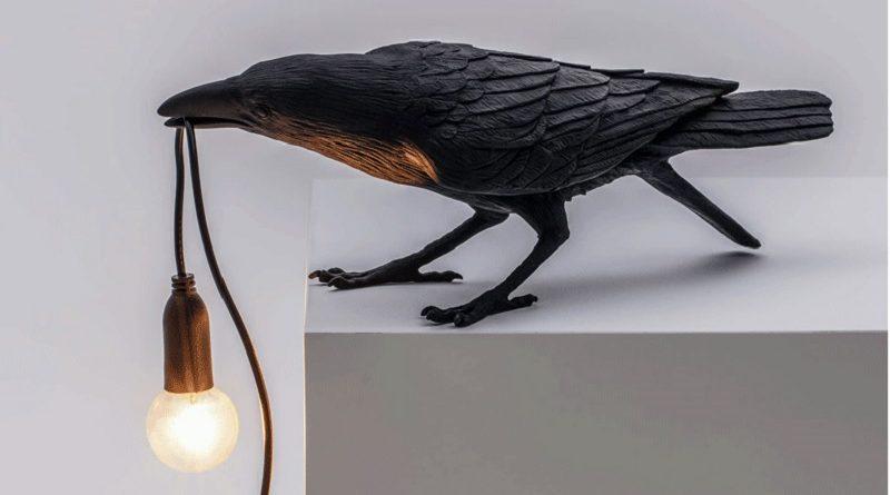 Настольная лампа с вороном стала хитом Алиэкспресс